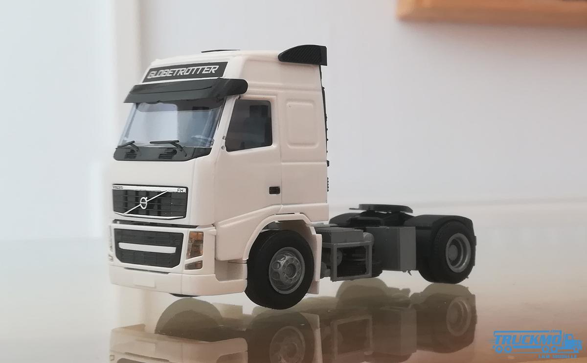 AWM Volvo 08 FH Globetrotter weiß 8319.01