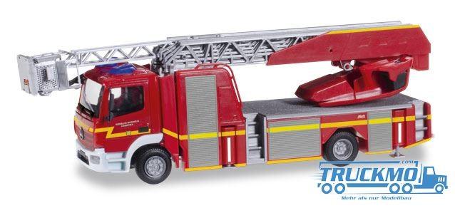 """Herpa Feuerwehr Mercedes-Benz Atego Metz Drehleiter XS """"Feuerwehr Schenefeld"""" Modell"""
