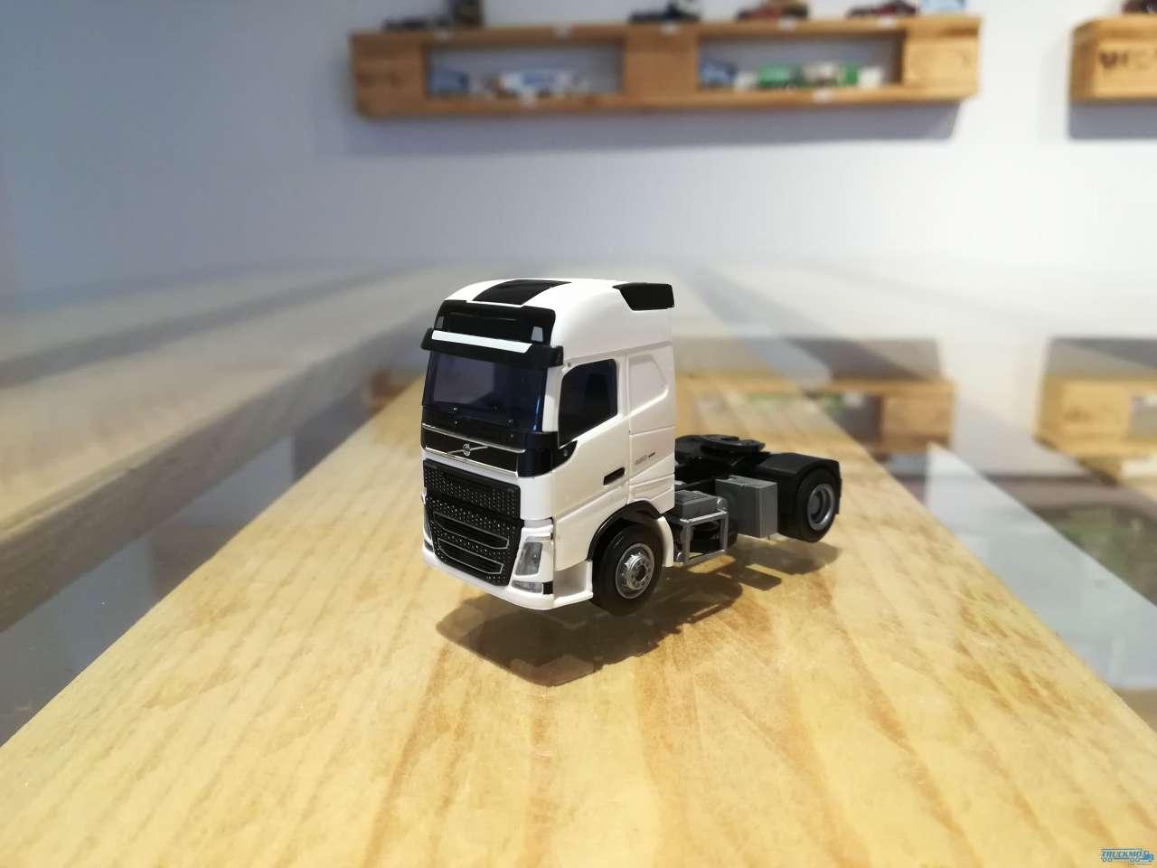 "AWM Volvo ""12"" GL- Zug. (2-Achs)"