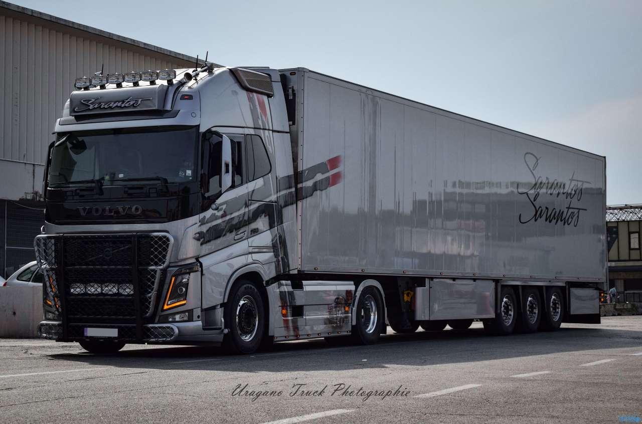 Tekno Sarantos Volvo FH04 Globetrotter XL Kühlauflieger 75144