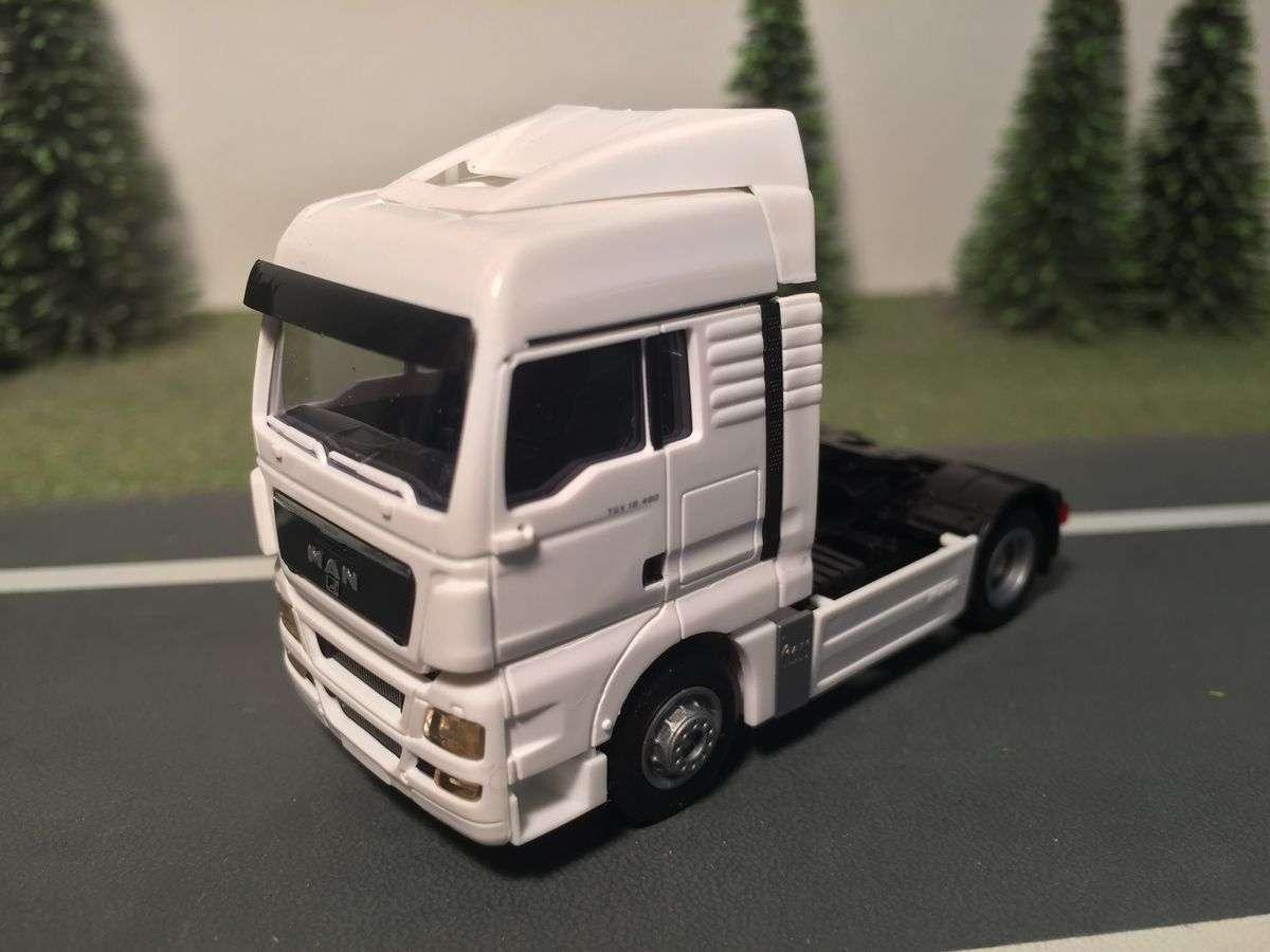AWM LKW Modelle MAN TGX XLX Zugmaschine weiß 8129.01