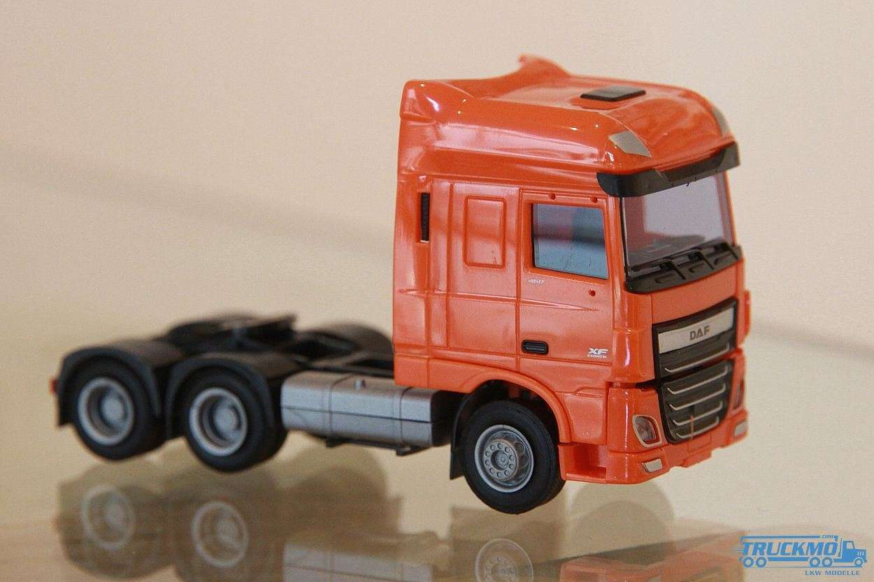 AWM DAF XF 106 SSC/AE Zugmaschine 3-Achs orange 9049.52