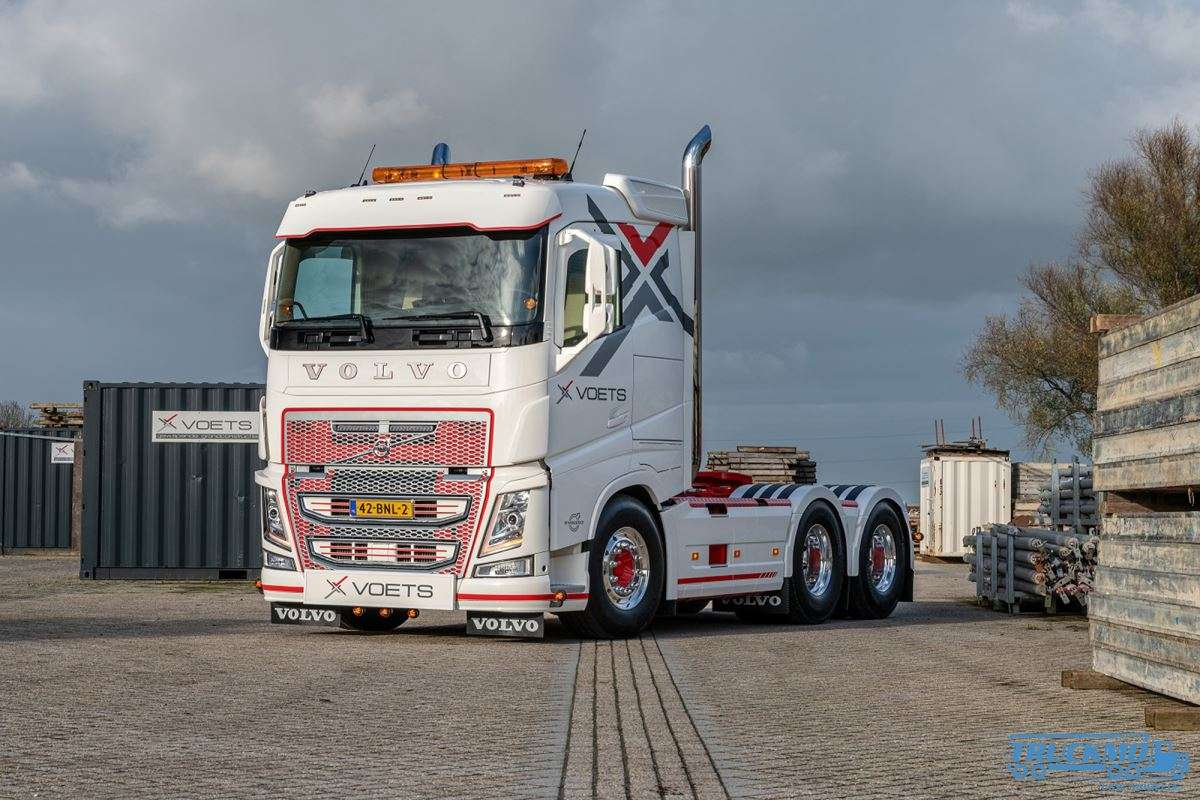 WSI Models Voets Volvo FH04 Sleeper Cab 6x2 Showtruck 01-3333