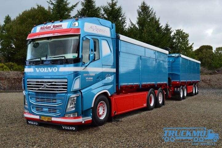 Tekno Michael Jepsen Volvo FH04 Globetrotter XL Hängerzug 74995