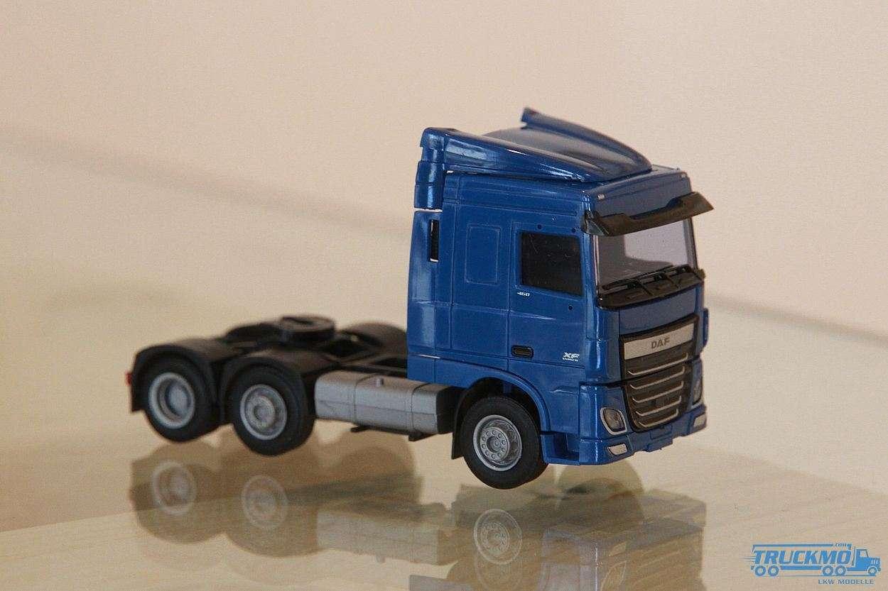 AWM DAF XF 106 SC/AE Zugmaschine 3-Achs blau 9029.52