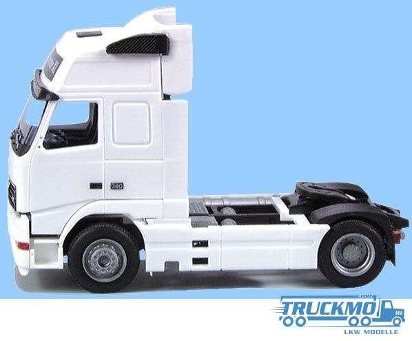 AWM Volvo FH Globetrotter XL Aerop weiß 5809.01