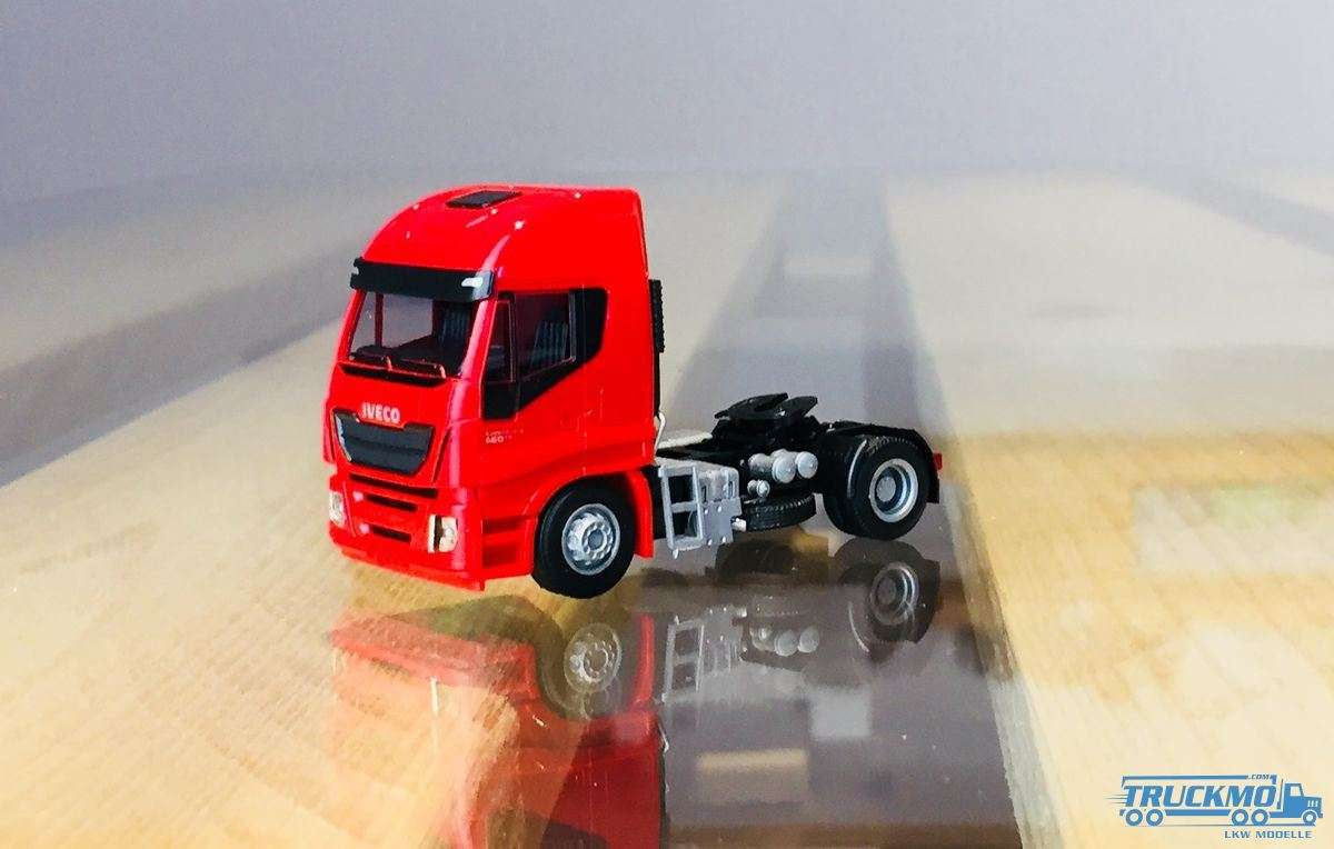 AWM Iveco Stralis HiWay Zugmaschine 2-Achs rot 9119.03